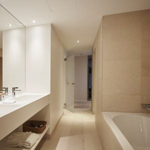 http://www.hotelmoderntimes.ch/application/files/thumbnails/thumb_list_2x/7814/5855/4540/salle_de_bain_junior_suite.jpg